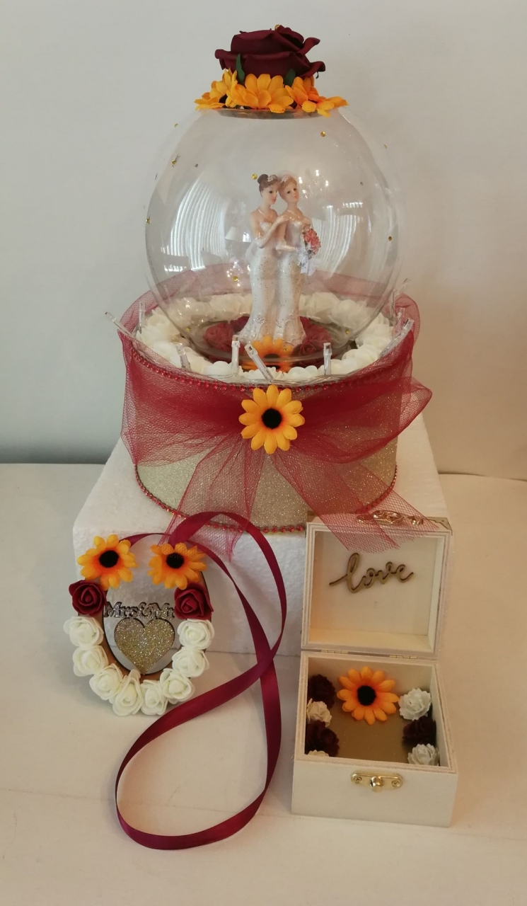 A selection of what I create. 2020-01-13 - A co-ordinated set of arrangements for a recent wedding.